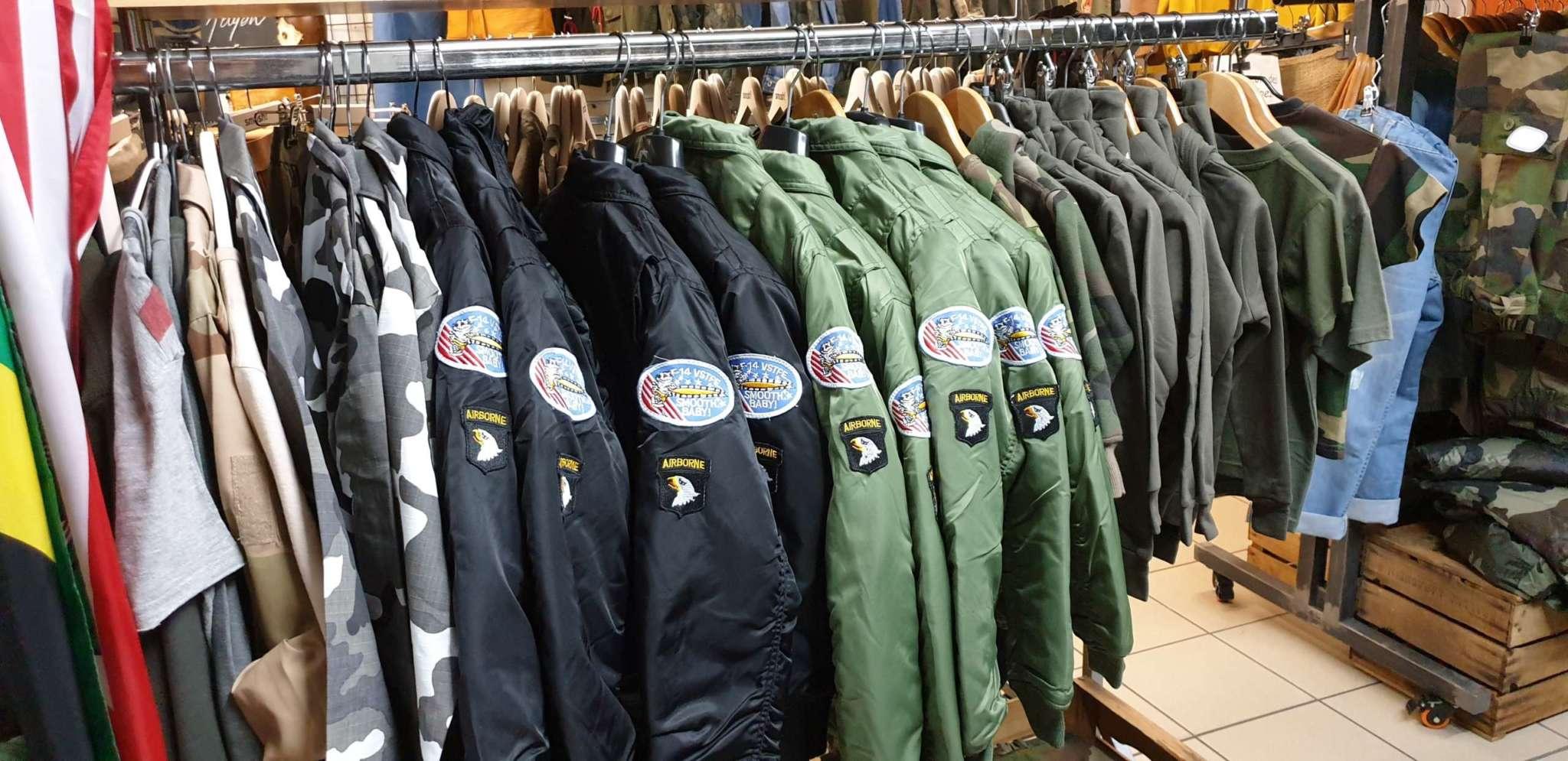 Portant Vestes New Kaki Gap Surplus Militaire Accessoires Vêtements Militaires Hautes Alpes Gap